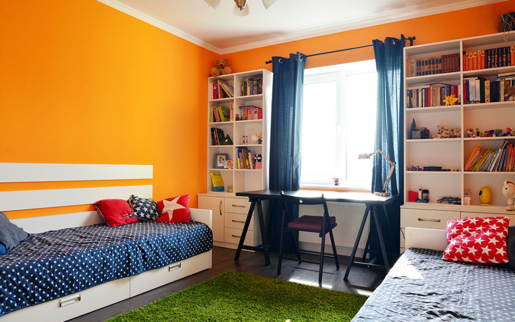 A-study-room-painted-with-Indigo-and-Orange-colour