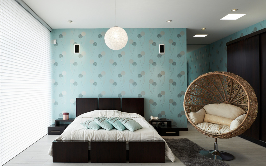 floral-pattern-wall-texture-designs-for-bedroom-painted-in-blue-colour
