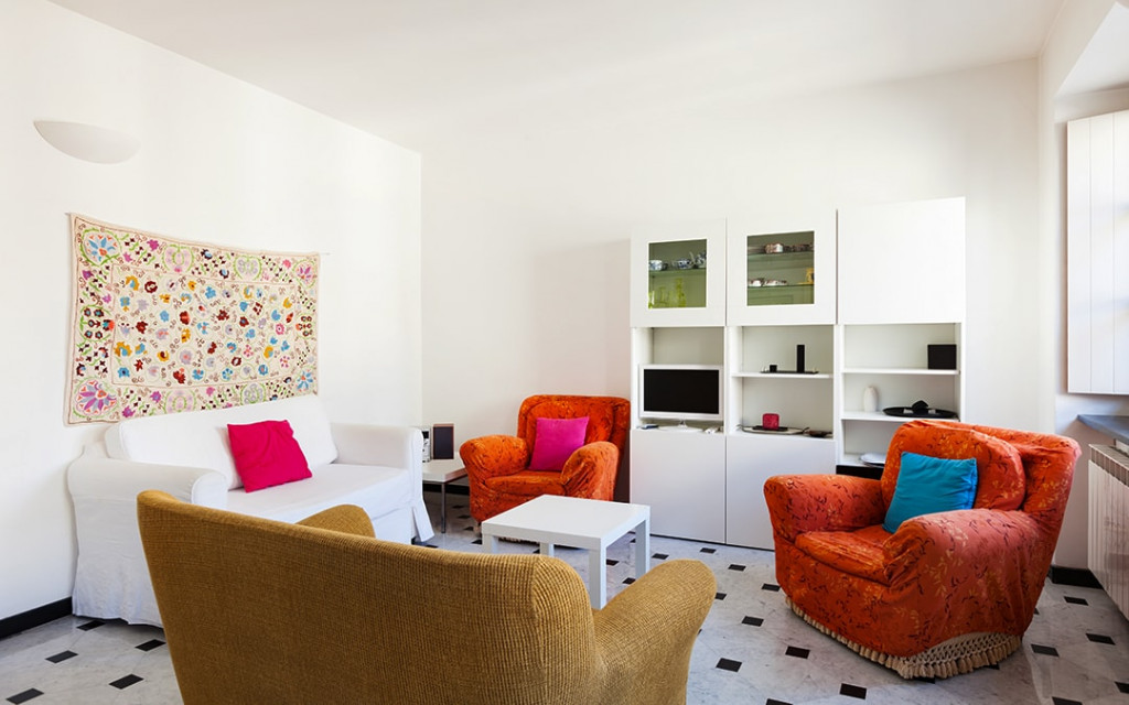 Living-room-wall-painted-with-lighter-colours